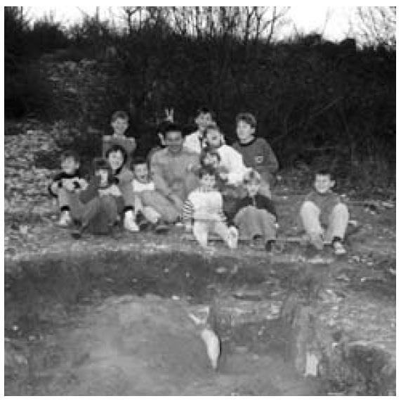Grob u Šemuši pokraj seoskog igrališta, 13.2.1995.