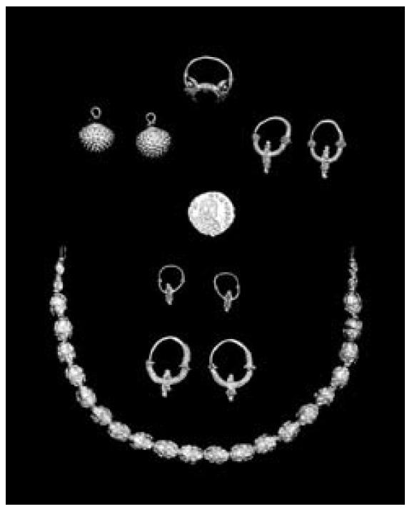 Zlatni nakit. Kraj VIII. st. Split, Arheološki muzej.