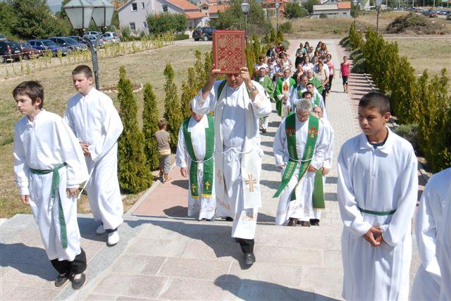 Ulazak procesije u crkvu