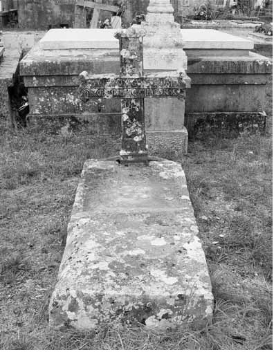 Grob don Nikole Dukića (foto:. J. Dukić, 27. IV. 2004.)