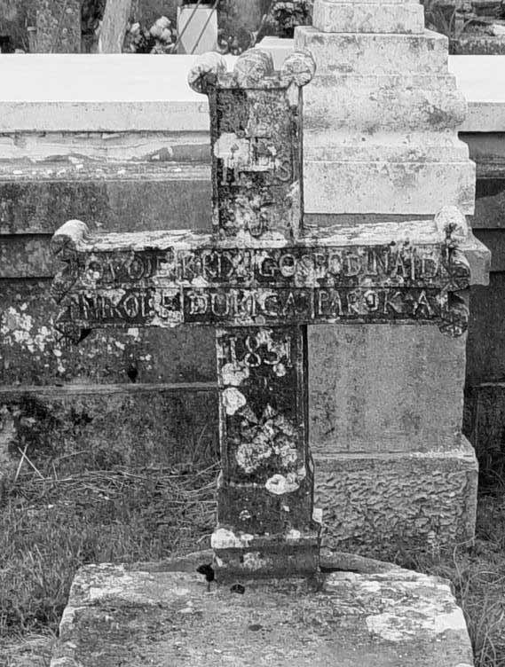 Križ na grobu don Nikole Dukića (foto: J. Dukić, 27. IV. 2004.)