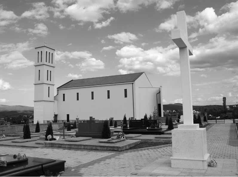 Središnji križ na groblju u Košutama